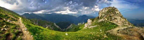 Vue panoramique des crêtes de montagnes de Tatra Photographie stock libre de droits