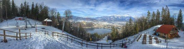 Vue panoramique des environs saignés de lac, images stock