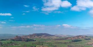 Vue panoramique des gardons, du Hen Cloud et des roches de Ramshaw en parc national de secteur maximal images libres de droits