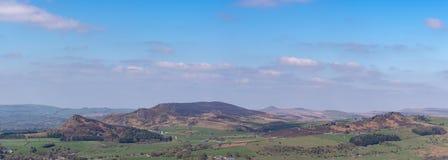 Vue panoramique des gardons, du Hen Cloud et des roches de Ramshaw en parc national de secteur maximal photographie stock