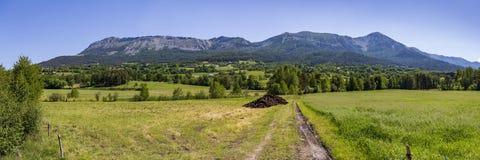 Vue panoramique des montagnes aux les Alpes de Seyne près de Digne en Provence photos stock