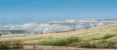 Vue panoramique des montagnes de craie dans la vallée de Don River, parc de Donskoy Photographie stock libre de droits