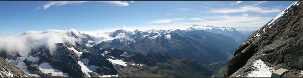 Vue panoramique des montagnes de la Suisse Photos stock