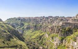Vue panoramique des pierres typiques Sassi di Matera et de l'église de la capitale européenne de l'UNESCO de Matera de la culture Photo stock