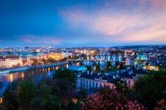 Vue panoramique des ponts de Prague au-dessus de rivière de Vltava Photos libres de droits