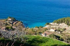 Vue panoramique des terrasses de baie et de vignoble de Banyalbufar, Majorca images libres de droits