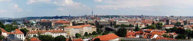 Vue panoramique donnant sur la ville de Prague Photographie stock libre de droits