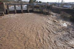 Vue panoramique du barrage dans Mengibar, province de Jaen Image stock