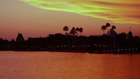 Vue panoramique du Canada Pavillion et silhouette de la pyramide, voyage dans l'imagination, sur le beau fond de coucher du solei banque de vidéos