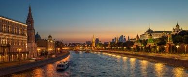 Vue panoramique du fleuve de Moscou images libres de droits