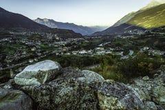 Vue panoramique du haut château de l'aosta de ville photographie stock libre de droits