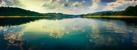 Vue panoramique du lac Images stock