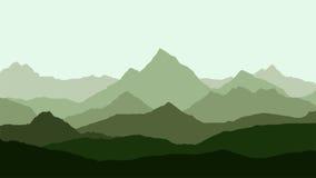 Vue panoramique du paysage de montagne avec le brouillard dans la vallée Photos stock