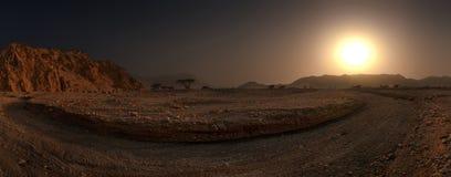 Vue panoramique du paysage sec au coucher du soleil photographie stock