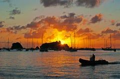 Vue panoramique du port de Gustavia au coucher du soleil, St Barth, voiliers photographie stock