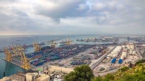 Vue panoramique du port de récipient dans le timelapse de Barcelone, Espagne banque de vidéos