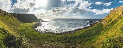 Vue panoramique du rivage de l'Irlande du Nord photographie stock