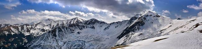 Vue panoramique du Tatra occidental couvert de neige Images libres de droits