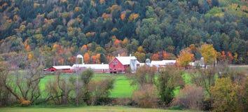 Vue panoramique du Vermont rural dans le temps d'automne photo stock