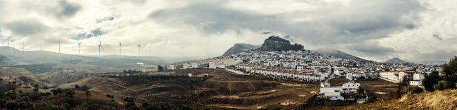 Vue panoramique du village blanc. Image libre de droits