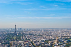 Vue panoramique en excursion Eiffel et défense de La, Pari Photos stock