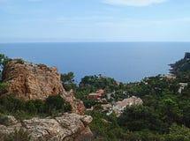 Vue panoramique et roches rouges Photographie stock libre de droits