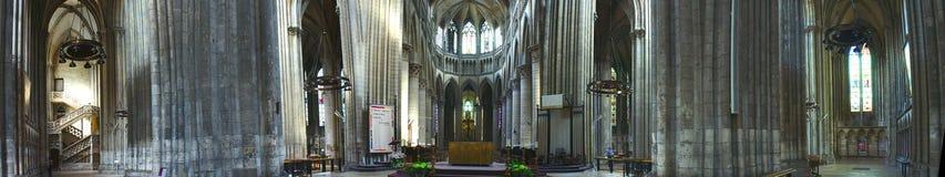 Vue panoramique intérieure de cathédrale de Notre-Dame à Rouen images stock