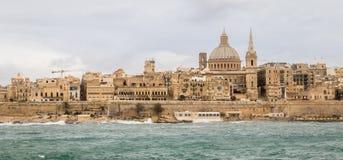 Vue panoramique sur l'horizon de La Valette historique pendant un jour orageux image libre de droits