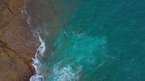 Vue panoramique sur la côte de pierre du désert sur l'océan Atlantique Côte de l'île de Tenerife Images aériennes de drones de me clips vidéos