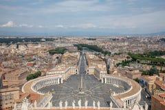 Vue panoramique sur la place et la ville du St Peter de Rome image stock
