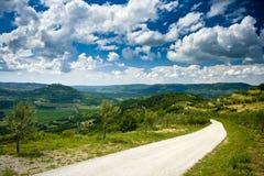 Vue panoramique sur la route près de Motovun Image stock