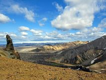 Vue panoramique sur la superficie des montagnes scénique de la région géothermique de Landmannalaugar, réserve naturelle de Fjall photos stock