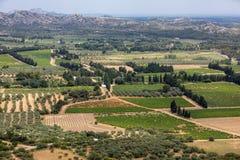 Vue panoramique sur la vallée de Luberon du village médiéval célèbre de Les Baux De Provence dans des Frances du sud images stock