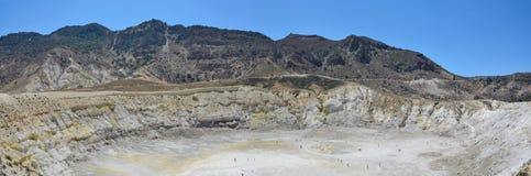Vue panoramique sur le grand volcan dormant Stefanos sur l'île de Nisyros, Grèce images libres de droits