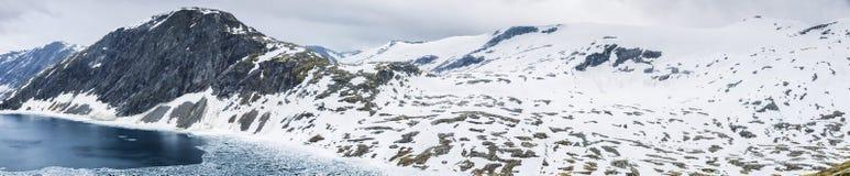 Vue panoramique sur le paysage de montagne de la Norvège image libre de droits