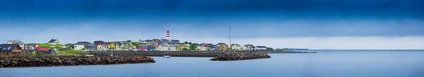 Vue panoramique sur le village de pêche de la Norvège image libre de droits