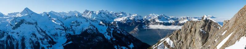Vue panoramique sur les Alpes suisses de Klingenstock photographie stock libre de droits