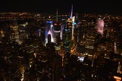 Vue panoramique sur New York City de l'Empire State Building par nuit photographie stock