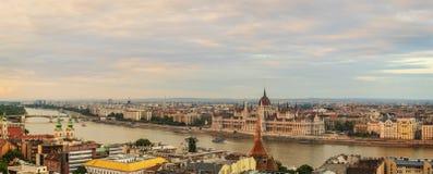 Vue panoramique vers Budapest au coucher du soleil Photographie stock libre de droits