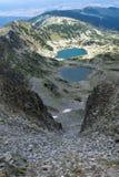 Vue panoramique vers des lacs Musalenski de crête de Musala, montagne de Rila Images stock