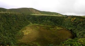 Vue panoramique vers le lac Caldeira Seca à l'île de Flores, Açores portugal Photos libres de droits