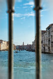 Vue par des balustrades de Grand Canal Photo stock