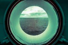 Vue par le hublot dans l'infrarouge image stock