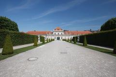Vue par les raisons pour abaisser le palais de belvédère, Vienne photo libre de droits