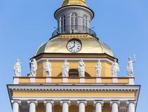 Vue partielle de la tour du bâtiment d'Amirauté en St Peter Images libres de droits