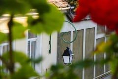 Vue pittoresque avec la lampe de la vieille ville en Brasov, la Transylvanie, Roumanie Photographie stock