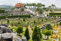 Vue pittoresque sur le jardin tropical de Nong Nooch Photos stock