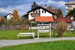 Vue Pivka Postojna, région de village de Prestranek Slovénie de Ljubljana Notranjska Photographie stock