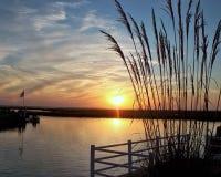 Vue portuaire de coucher du soleil Image libre de droits