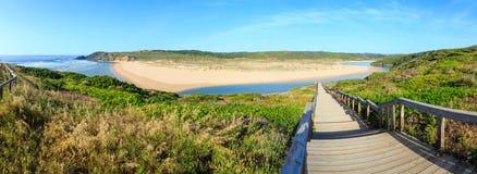 Vue Portugal d'été de rivière d'Aljezur Images stock